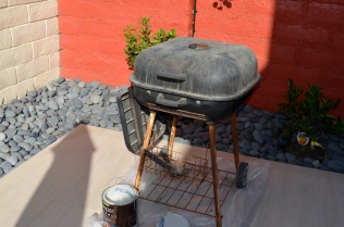 J bought this ghetto grill from Walmart when we first moved to Tucson 7 years ago.